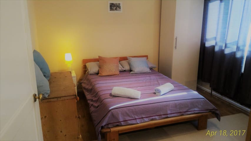Cozy Double Room, Excellent Central Location.