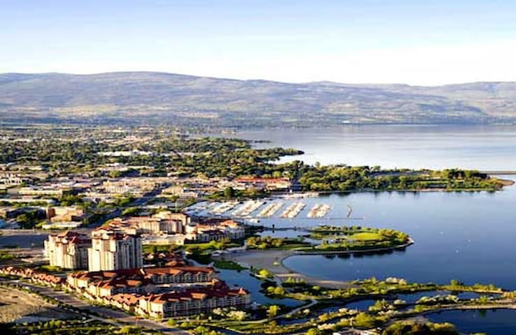 Spacious suite near lake & shopping - Kelowna - Hus