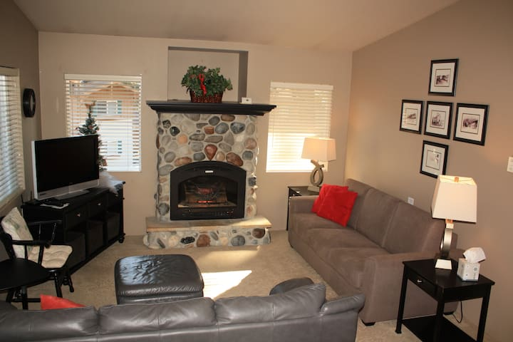 A Touch of Heaven,  sleeps 6 -- Walk to town!