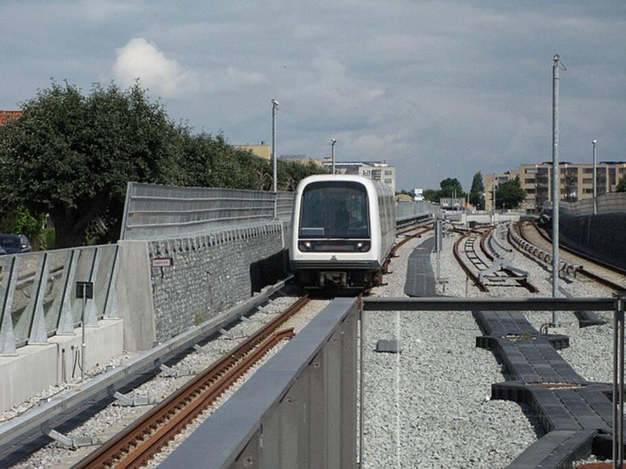 Metro station 10 min. walk