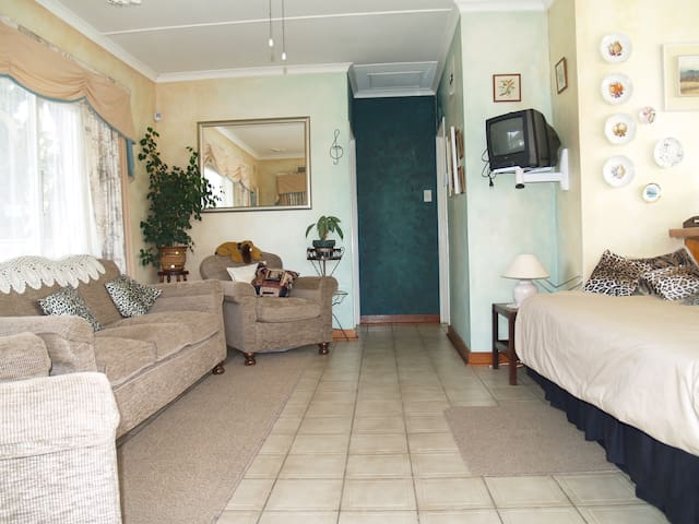 Comfortable and Affordable - Pinetown - Apartment