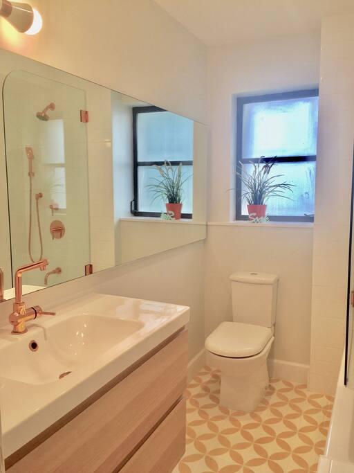 Bathroom 1- with Soaking tub