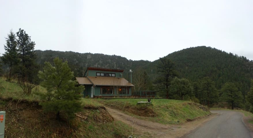 Quiet retreat in the Rockies - Glen Haven - Casa