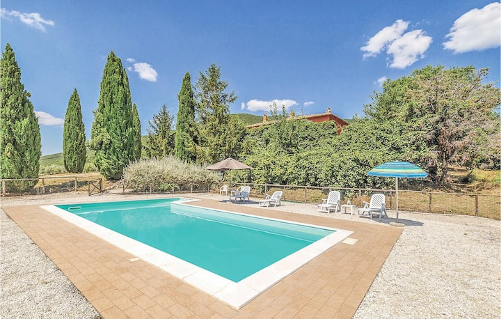 Stunning home in Montecchio TR with 4 Bedrooms
