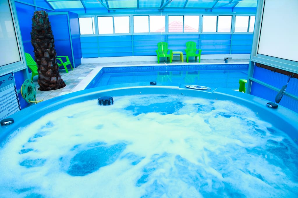 Hot, Powerfull Jacuzzi for up to 6 people