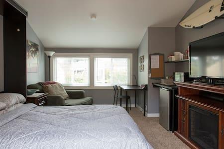 Comfortable, Detached QBR Suite w/Private Entrance - Huntington Beach