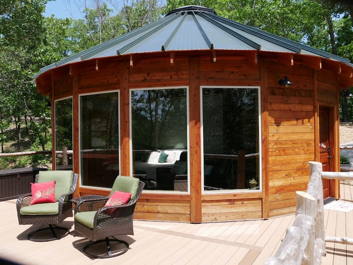 Eureka Yurts & Cabins- Pine View Yurt w/ hot tub