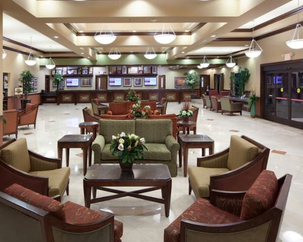 Luxurious resort within walking distance to strip