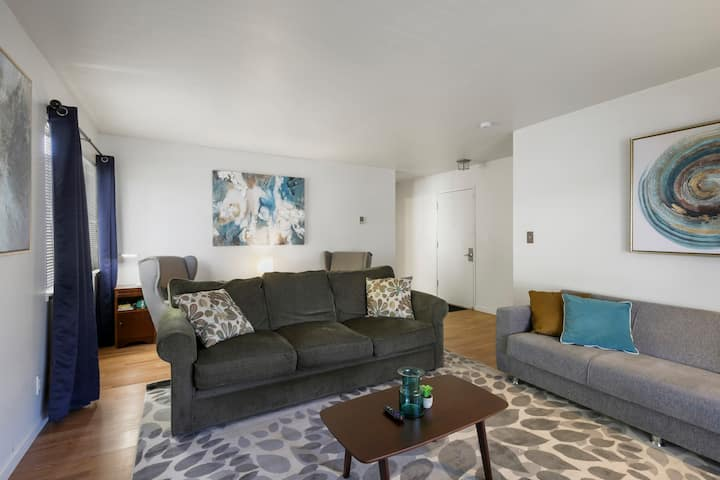 ❤️ of Town ☀️ Modern ☀️5★s ☀️ Best Beds&WiFi ☀️ Garage