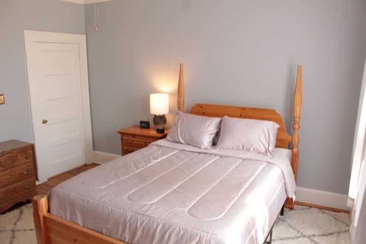 Bedroom 1 w/queen bed