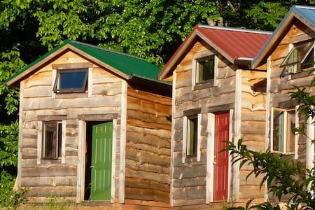 Tiny House/Cabin Asheville Mountains- Green