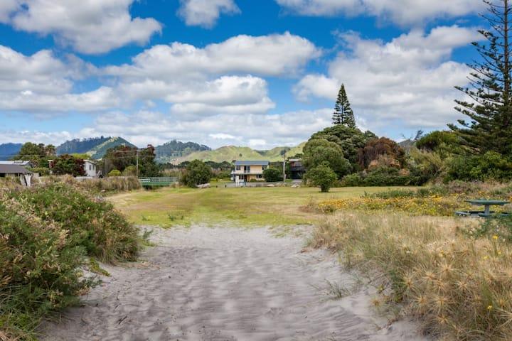 Retro Kiwi Bach with Beach Views
