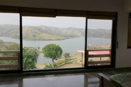 Infinity Pool+Organic Farm House with a lake view