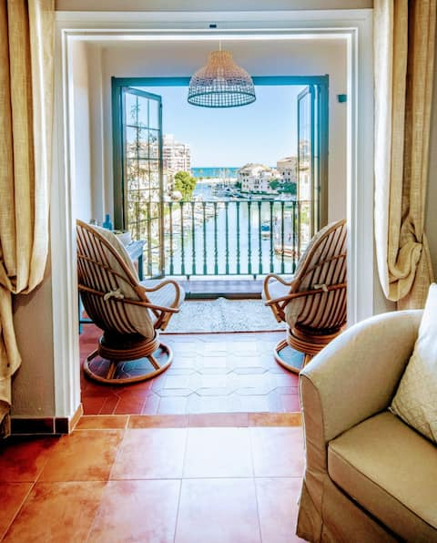 Beach Apartment with Views of the Port and Sea