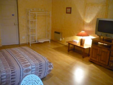Chambre 22m2, Bourgogne, 8min Mâcon, proche A6-A40