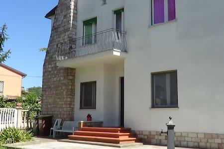 Casa nel Cuore Verde d'Italia - Stanza Rossa o Blu - Provincia di Perugia - Casa