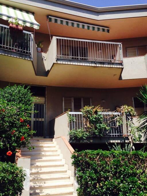 Panoramica del condominio, con ampie verande per ciascun appartamento