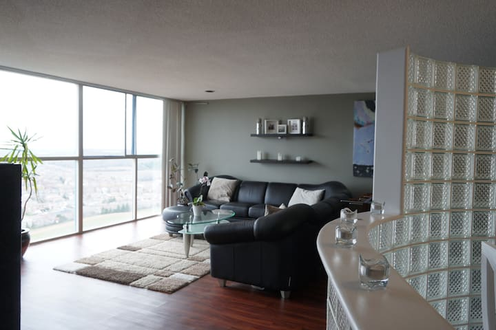Penthouse with a panoramic view, near YYZ - Mississauga - Osakehuoneisto