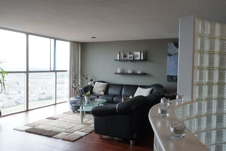 Penthouse with a panoramic view, near YYZ - 米西索加 - 公寓