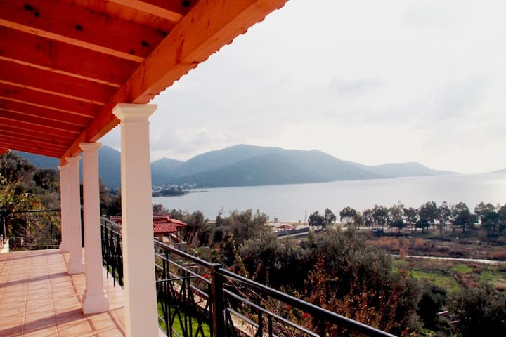 Beach Front Property in Evia - Agios Dimitrios - บ้าน