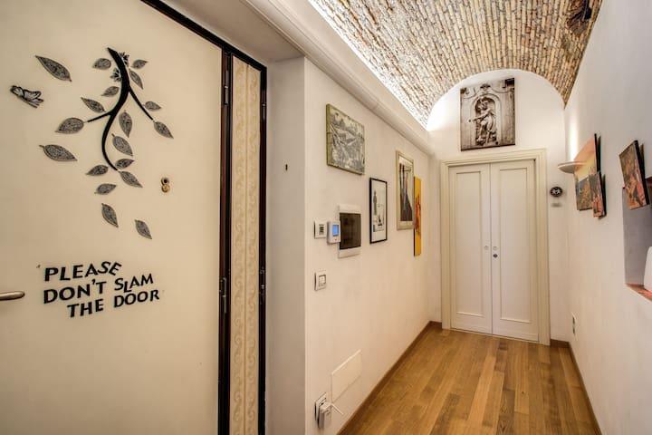 Room Campo de' fiori, family life 2
