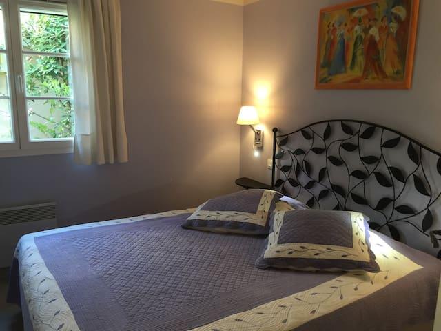 chambre avec lit double en 160X200