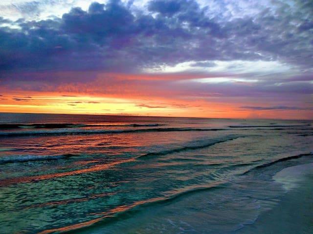 ★Cozy Getaway★Lake View+Beautiful BEACHES nearby★