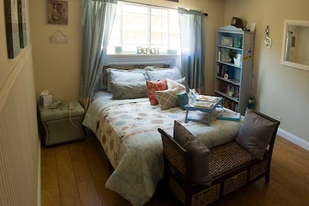 Beach Themed private downstairs suite, sleeps 5! - Soquel