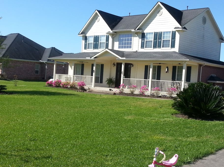 Large front porch for visiting!