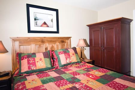 Blue Water Acres Resort Luxury Cottage - Huntsville - Blockhütte
