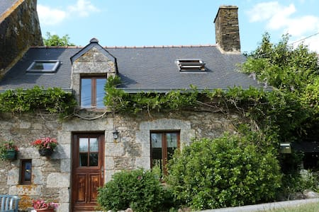 Charming cottage in rural Brittany - Plumeliau - Huis