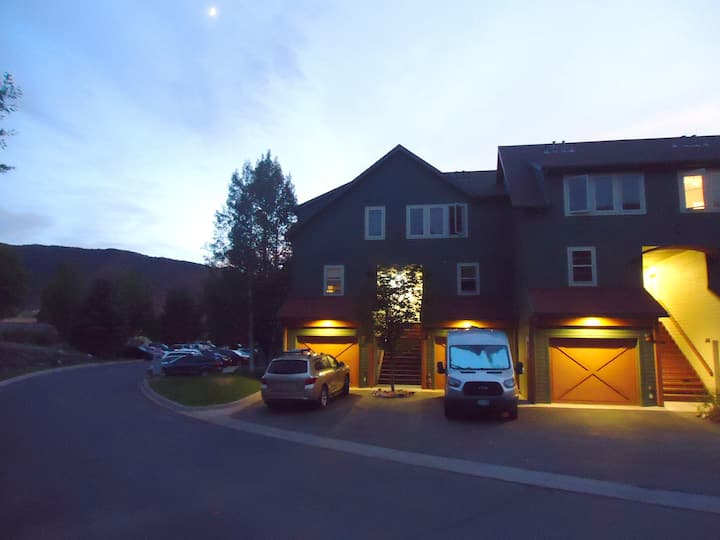 Awesome Lakeside Townhome with beautiful mtn views