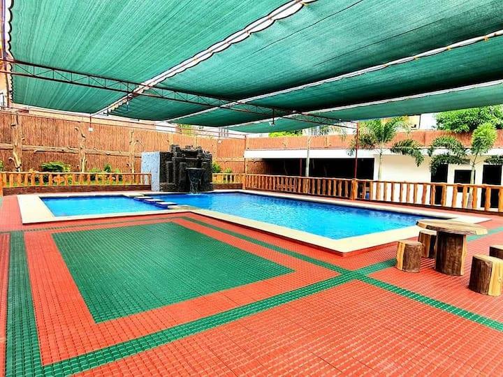 NEW - Big Garden & Pool Property near Molino Blvd