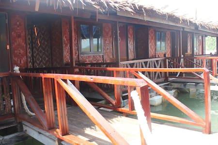 Antique Floating Restaurant - 蘭卡威