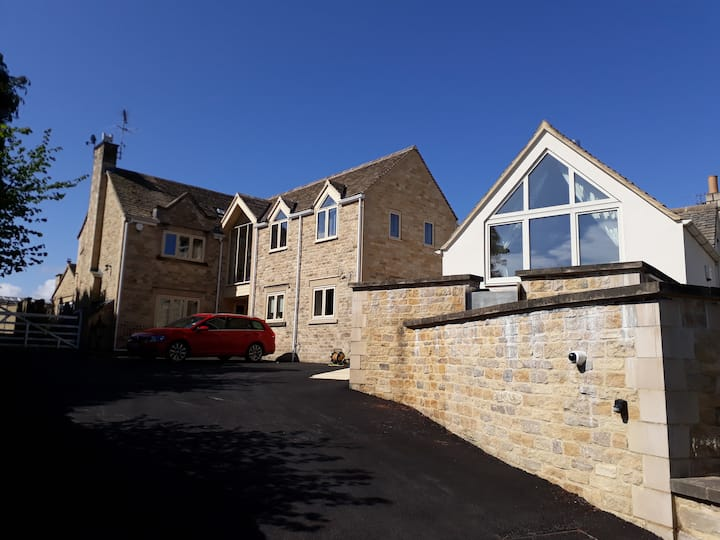 One bedroom annexe in charming Cotswold town