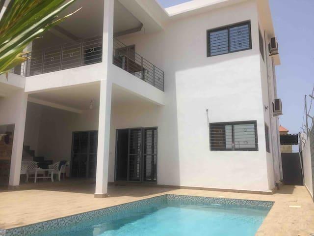 Vacance sympa dans une villa moderne avec piscine
