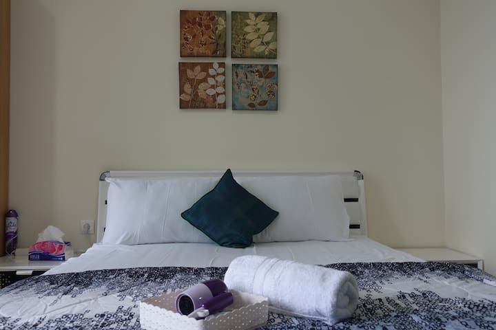 BEST PRICE, LOCATION, COMFY APT W/POOL IN MENTENG