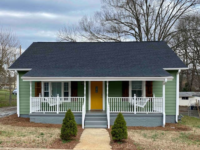 NEW!! Yellow Door Inn 🌼 Welcome to Our Porch!
