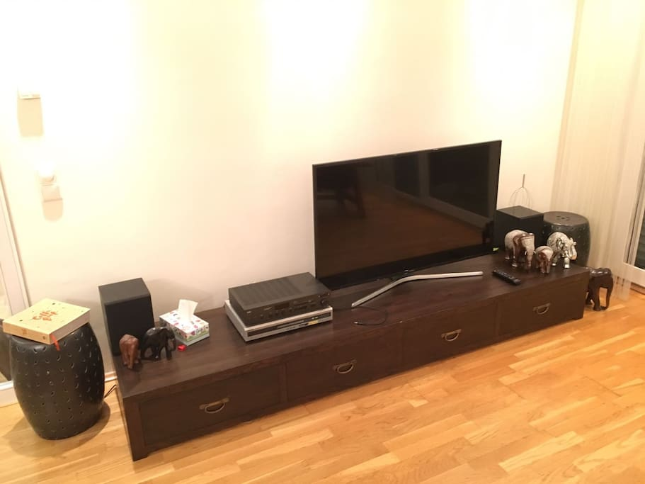 UHD TV, wifi, DVD, Hifi