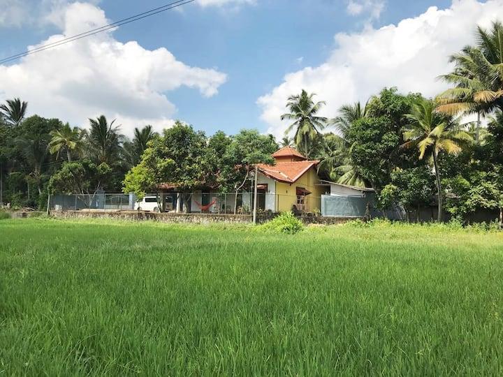 SUREVI villa, zwembad, WiFi, bij Colombo-airport