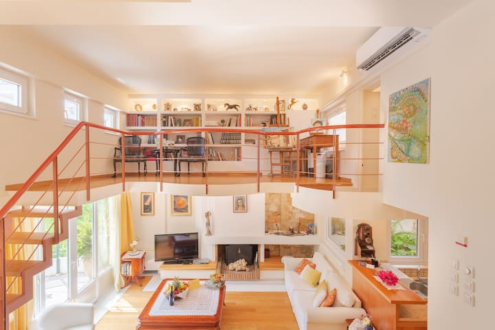 Atelier overlooks living-room