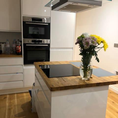 Luxurious Modern Flat in West London
