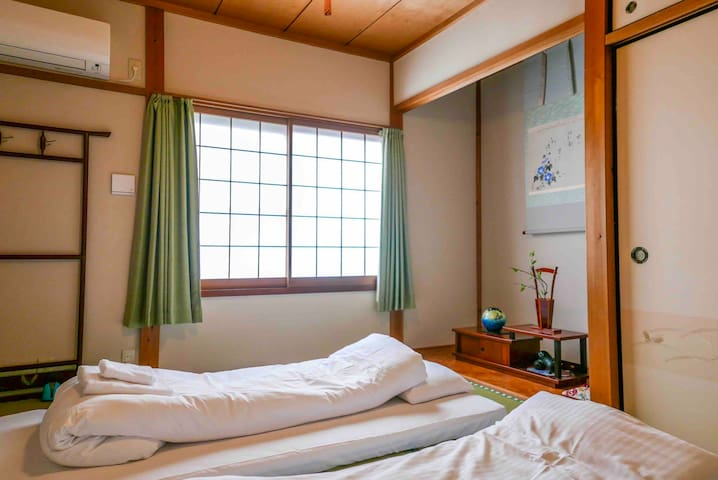 The Second floor Bedroom with tatami futons 二层和式卧室