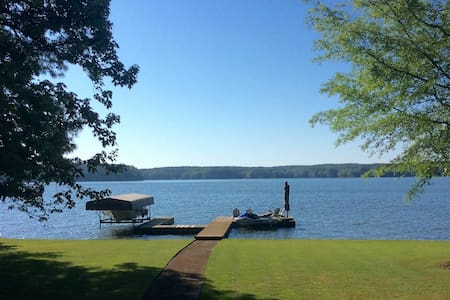 Beautiful Lake Oconee lakefront home - Eatonton