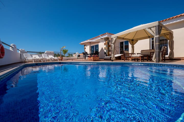 4 BEDROOM &PRIVATE POOL VILLA IN CALLAO SALVAJE