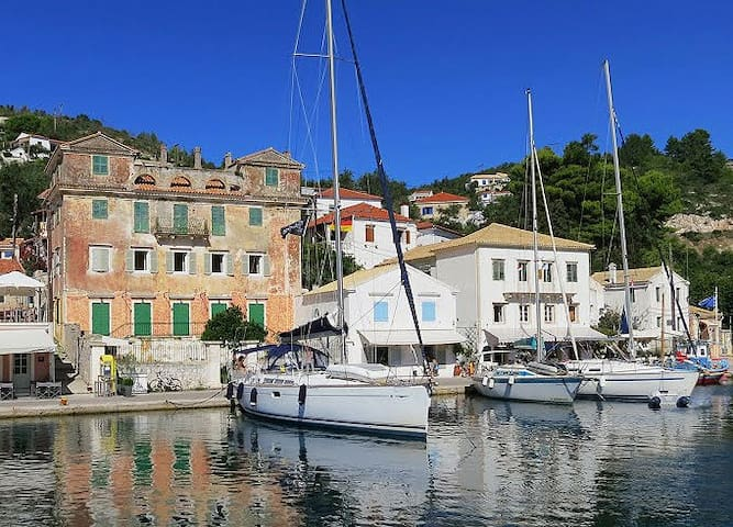 Averto Avali: Waterfront Apartment - Gaios - Appartement