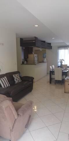 Acogedor apartamento en parte Alta Colonia Escalon
