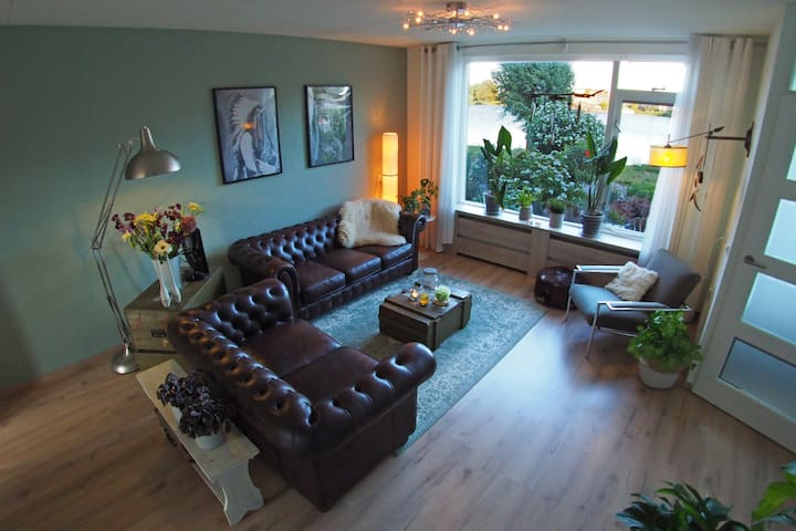 Cozy family house with lake view near Amsterdam