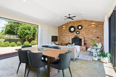 EMBRACING EVANDALE-Launceston-Long/Short term lets