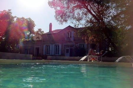 Chambre 2 ou 4p Maison de caractère avec piscine - Castelnau-d'Estrétefonds